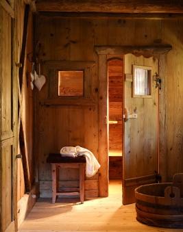 rustic-log-cabin-design-stunning-interiors-13-2